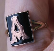 LOVELY ANTIQUE MARKED 9ct ROSE GOLD & BLACK JET? MOURNING RING, LETTER 'A'