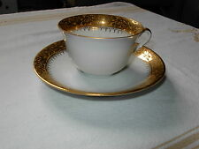 BELLE TASSE A CAFE ANCIENNE PORCELAINE LIMOGES FLEUR FINEMENT DOREE A L OR FIN