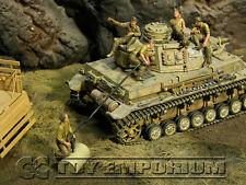 "Custom Built & Weathered 1:35 Deluxe WWII German DAK Tankmen ""Refueling"" Set (5)"