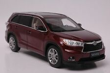 Toyota Highland 2015 SUV model in scale 1:18 red