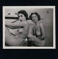 AMAZED NUDE WOMEN / ÜBERRASCHTE NACKTE FRAUEN * Vintage 60s US Photo