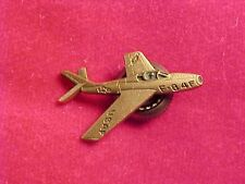 ORIG VINTAGE FACTORY AIRCRAFT PIN - REPUBLIC F-84F THUNDERSTREAK DIEGES & CLUST