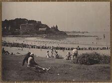 Scène au bord de l'eau Plage à identifier Vintage argentique vers 1935