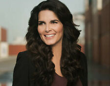 Angie Harmon UNSIGNED photo - H662 - BEAUTIFUL!!!!!