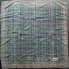 foulard carré en crêpe  PIERRE CARDIN de soie 55 cm x 56 cm VINTAGE