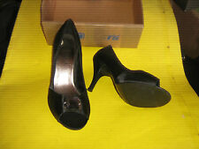 BRAND NEW UNWORN LADIES BLACK HEELED  SHOES SIZE 8  GLASS TYPE MEDALLION ON TOE