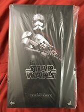 Star Wars Hot Toys MMS 328 Force Awakens Captain Phasma Figure NEW