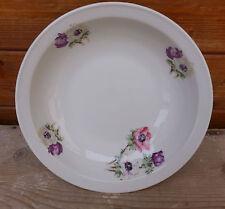 Ancien plat en céramique avec décoration florale, art de la table, déco vintage