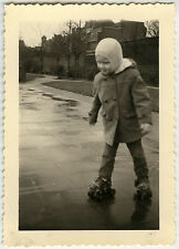 PHOTO ANCIENNE - ENFANT PATIN À ROULETTES JEU - CHILD SKATE - Vintage Snapshot