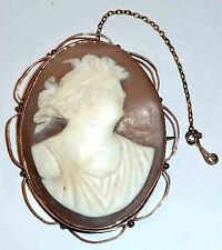 A VICTORIAN 9CT ROSE GOLD CAMEO BROOCH WITH FITTED SAFETY CHAIN