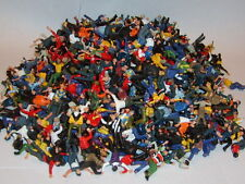 110 NEW PAINTED MODEL FOOTBALL FANS FOR SUBBUTEO/ZEUGO/MODEL RAILWAY*STOOD& SAT*