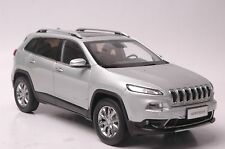 Jeep Cherokee car model in scale 1:18 silver