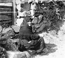 SERRA DI SCOPAMÈNE c. 1950 - Vieille Femme Corse - Négatif 6 x 6 - N6 PROV54