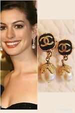 chanel earrings Pearl Drop Black And Gold With Cc Logo.