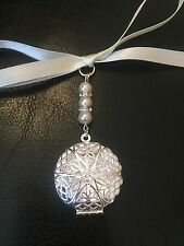 Beautiful Vintage Filigree Round Bridal Bouquet Photo Locket Memory Charm