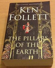 THE PILLARS OF THE EARTH Ken Follett Book (Paperback)