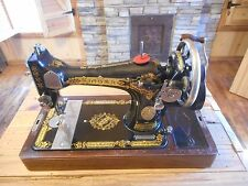 ** Beautiful Antique 1924 Singer Hand Crank Sewing Machine w/ Case **