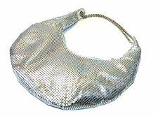 silberne  Abendtasche mit kleinen, silbernen Pailletten umwebt, Reißverschluß