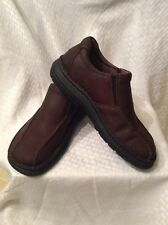 EUC Skechers Mens Oxford Slip On Shoes Size 8.5. Color Brown