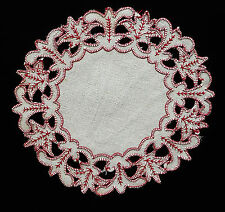 ANCIEN NAPPERON OVALE BRODE ROUGE / 17 X 19,5 cm