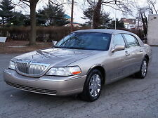 Lincoln: Town Car Executive Presidential Town Sedan! 2ND-OWNER!