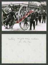 Foto 100 Jahre Feuerwehr Rosenheim Löschzug Uniform historische Feuerspritze ´61