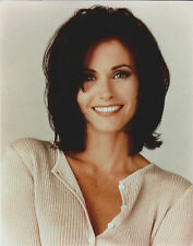 COURTENEY COX 8 X 10 PHOTO WITH ULTRA PRO TOPLOADER