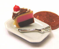 1:12 Scale Slice Of Cake On A Plate Dolls House Miniature Kitchen Accessory SC6c