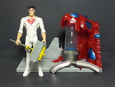 DC UNIVERSE YOUNG JUSTICE MATTEL 2011 SUPERBOY SOLAR SUIT WITH SCULPTED DIORAMA