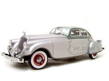 1933 PIERCE ARROW SILVER 1/18 DIECAST MODEL CAR BY SIGNATURE MODELS 18136