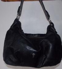 sac à main LANCASTER cuir noir porté épaule