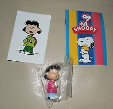 Personaggio Snoopy Peanuts 3D + sticker edibas collection LUCY VAN PELT