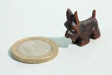 Holzschnitzerei um 1930 Hund Schnauzer Terrier in Miniatur Puppenhaus Format