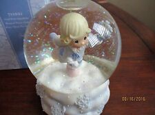 Precious Moments GIRL WITH SNOWFLAKE Musical Water Globe Plays Deck Halls NIB
