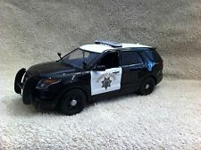 1/24 SCALE CALIFORNIA HWY PATROL EXPLORER  PD MODEL WITH WORKING LIGHTS/SIREN