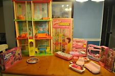 BARBIE'S TOWNHOUSE COMPLETE, DREAM FURNITURE, PLATE, DOLLS & GAME - SPECIAL DEAL