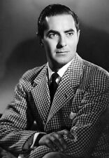 Tyrone Power UNSIGNED photo - D1648 - HANDSOME!!!!