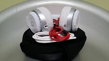Apple Beats by Dre Solo 2 Wireless-Bluetooth 100% authentic Headphones White !!!