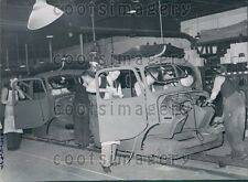 1939 WWII British Workers in Auto Factory Making War Vehicles Press Photo