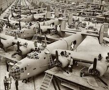 WWII Photo B-24 Liberator Assembly Line  WW2 / 5029