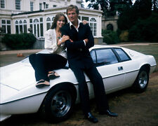 Barbara Bach and Roger Moore UNSIGNED photo - H3180 - James Bond