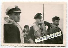 Foto : Deut. U-Boot U-393 mit Offizieren mit Schwimmwesten im 2.WK