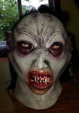 Deluxe Theatrical Movie High Quality Detailed Vampire Halloween Mask BRAND NEW!