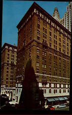 New york usa america postcard ~ 1950/60 the Barclay Exterior view OLD CARS street