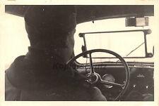 Soldat am Steuer PKW Kübelwagen