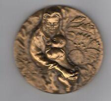 Médaille en  BRONZE femme et enfant ou vierge et enfant graveur Riffault