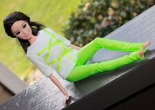 Clothes for Barbie Doll. T-shirt and Bright green leggings for Dolls.