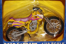 2000 MAISTO  1/18 SCALE KAWASAKI MOTORCROSS MOTORCYCLE, MULTI COLOR
