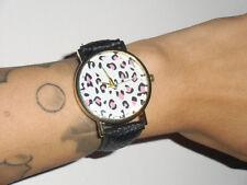 Montre fantaisie leopard rose bracelet noir simili cuir façon croco originale