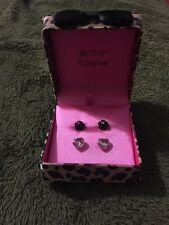 Brand New Betsey Johnson Two Pair Earring Set Black Rose And Pink Crystal In Box